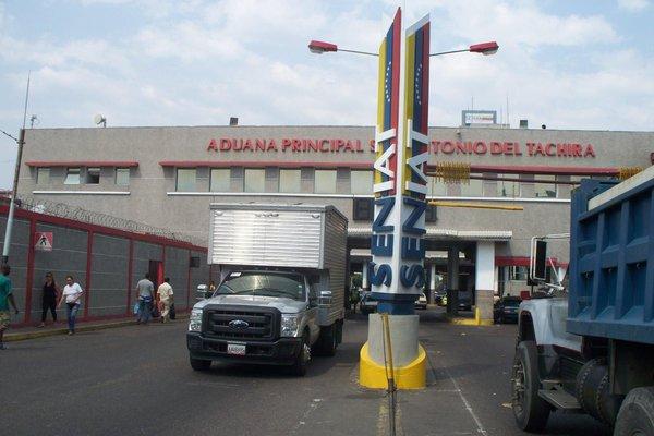ADUANA PRINCIPAL DE SAN ANTONIO, ENTRADA A SAN ANTONIO. 19-10-2013