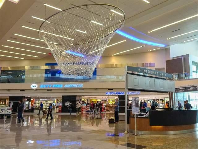 El aeropuerto de Atlanta (Estados Unidos), conocido también como Hartsfield-Jackson, tiene una afluencia de 101.491.106 pasajeros.