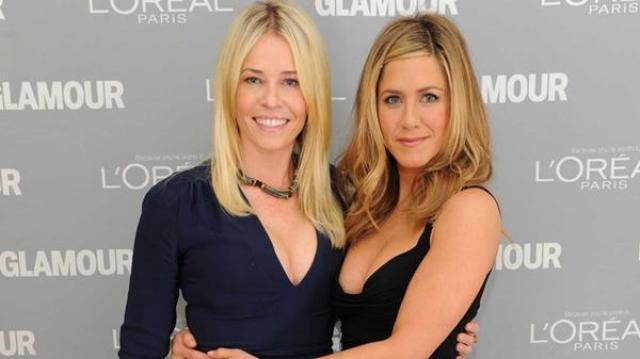 Chelsea Handler y Jennifer Aniston. Foto: Infobae