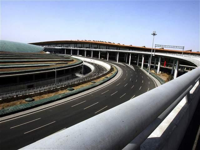 En Pekín (China), la cifra de pasajeros es de 89.938.628. Fue inaugurado en 1958, convirtiéndose en el primer aeropuerto de ese país. Está ubicado en Chaoyang, Pekín.
