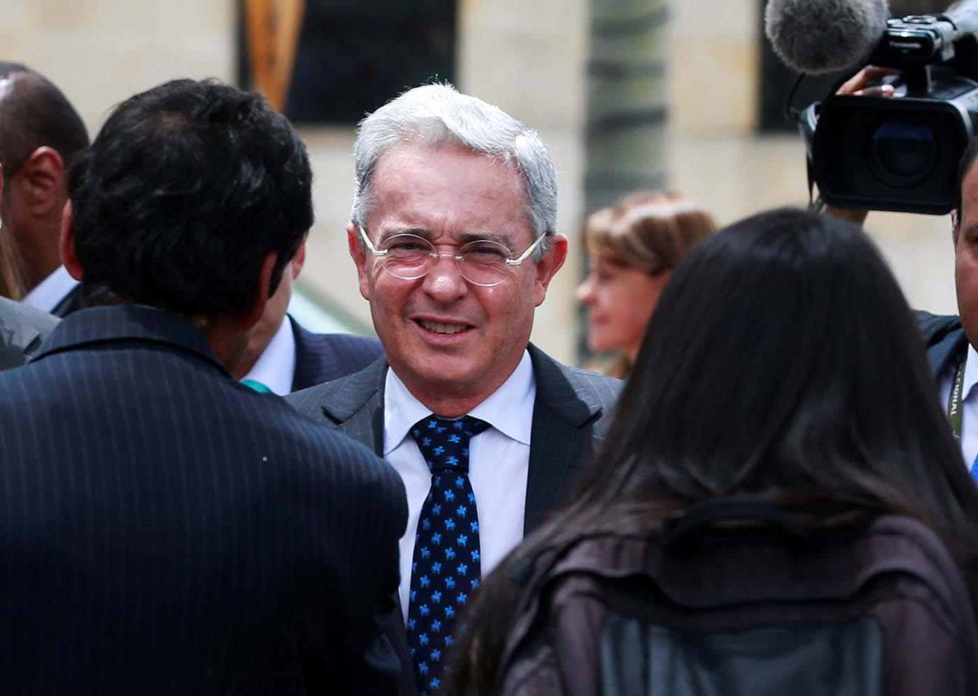 Senador Álvaro Uribe se cayó de un caballo