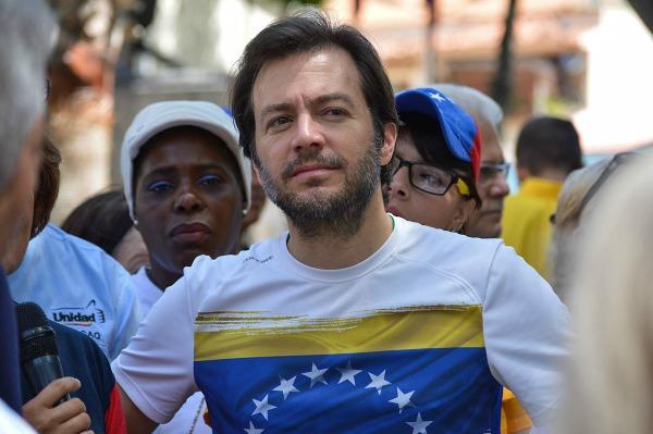 El alcalde, Ramón muchacho confirmó el ingreso de al menos 71 heridos en Salñud Chacao.