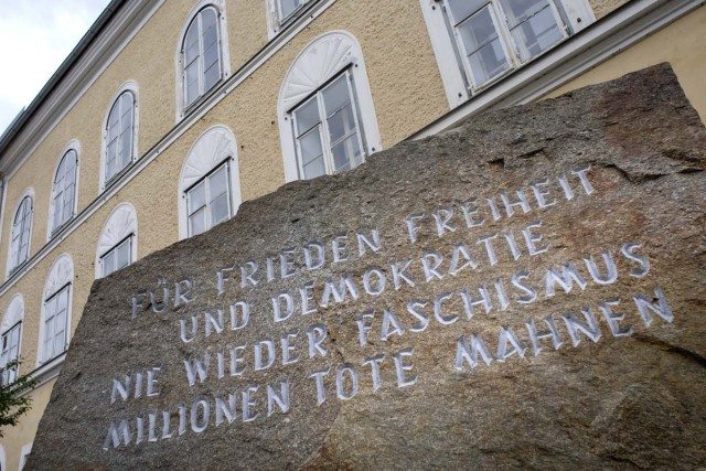 (FILES) This file photo taken on April 17, 2015 shows a memorial stone outside the house where Adolf Hitler was born in Braunau Am Inn, Austria. The house in Austria where Adolf Hitler was born is to be torn down to stop it from becoming a neo-Nazi shrine, authorities said on October 17, 2016 after years of bitter legal wrangling. / AFP PHOTO / JOE KLAMAR