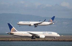 Prohíben a dos adolescentes subir a un avión por llevar leggins