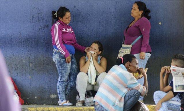 Familiares de la adolescente fallecida en Lara. Foto: El Impulso