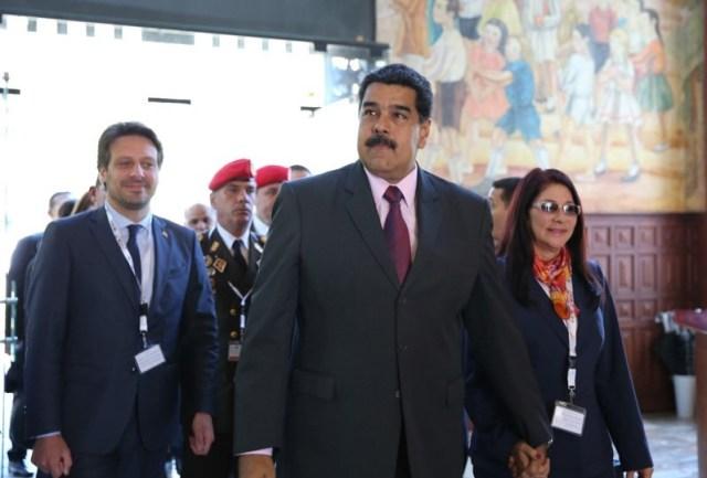 Nicolás Maduro y su esposa Cilia Flores a su llegado a Habitat III en Quito / @presidencialven