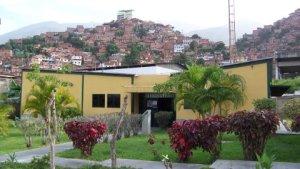 Una Sonrisa a Su Cuenta apoya a habitantes de Palo Verde y barrio José Félix Rivas