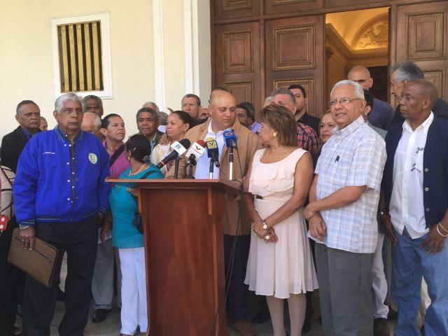 Gremio de sindicalistas venezolanos muestran su respaldo a la Asamblea Nacional
