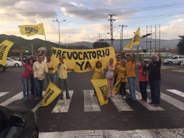 Andrés Escobar: CNE tiene que convocar el revocatorio este mismo año