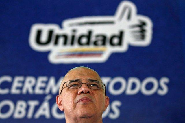 Jesús Torrealba, secretario ejecutivo de la   Mesa de la Unidad Democrática (MUD) (Foto REUTERS/Carlos Garcia Rawlins)