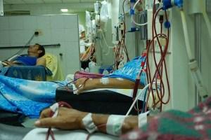 ¡Caótico!… Pacientes con insuficiencia renal se atienden solos enla Unidad de Diálisis Jayor