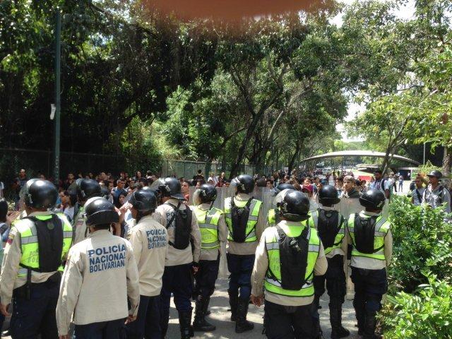 Foto: PNB impide manifestación en la UCV / Twitter