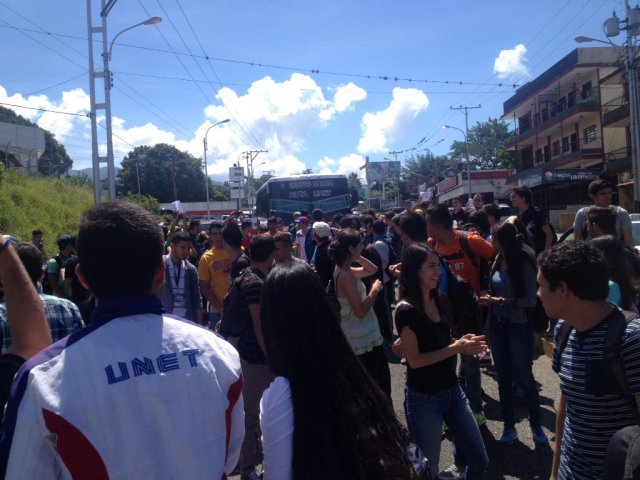 Foto: Estudiantes Unet en Táchira protestan este lunes / twitter