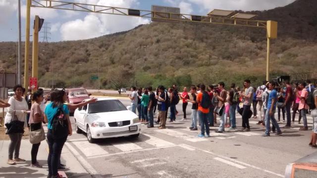 Foto:  Estudiantes de la UDO protestan ante suspensión del RR / twitter