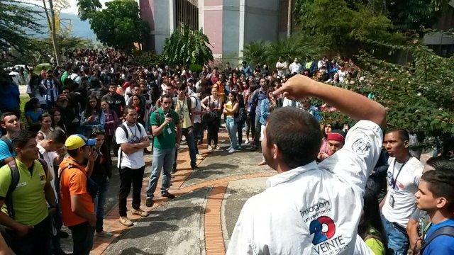 Foto: Estudiantes de la ULA en el estado Mérida realizan asamblea de estudiantes / twitter