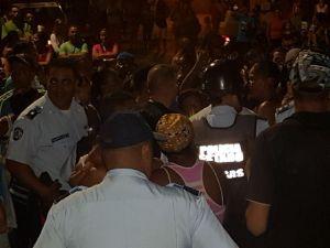 En Vargas siguen las protestas por falta de alimentos (Fotos y Video)