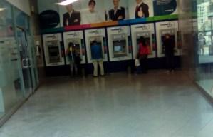 En viernes de quincena: Cajeros del Sambil están solos #ParoNacionalContraMaduro (FOTOS)
