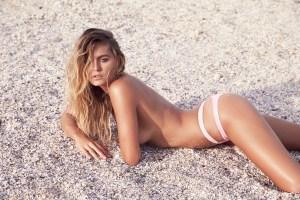 Kendal, en la playa y sin un gramo de ropa (FOTOS)