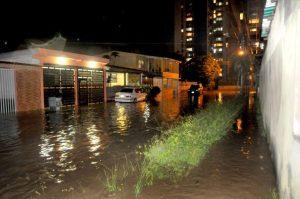 Aguaceros inundaron al Sambil y Naguanagua (Fotos)