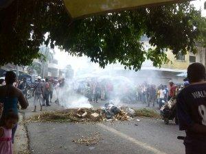 Se prendió el berenjenal en Higuerote: El pueblo protesta con todo