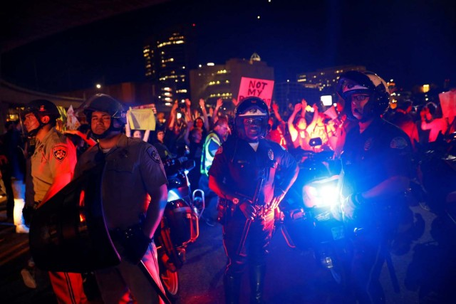 2016-11-10T090947Z_460134346_D1BEULZSCHAB_RTRMADP_3_USA-ELECTION-PROTEST