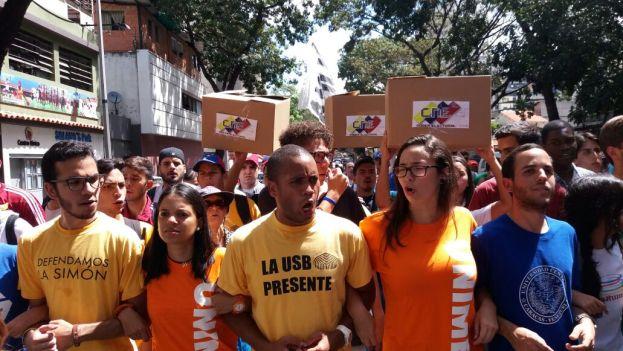 Foto: Marcha de estudiantes es restringida por piquete de la PNB / twitter