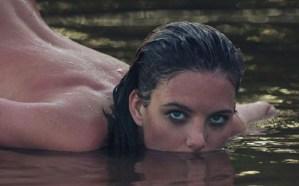 Sin saber bañarse en el río… lo más hermoso que verás hoy es a Eliza desnuda (WOW)