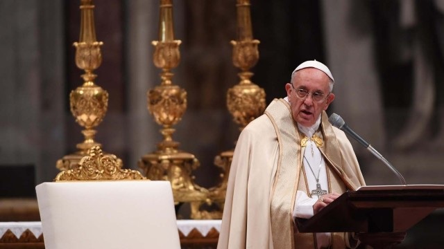 . Vatican City (Vatican City State (holy See)), 19/11/2016.- Pope Francis (C) speaks during the Consistory ceremony in Vatican, 19 November 2016. Pope Francis has named 17 new cardinals, 13 of them under age 80 and thus eligible to vote in a conclave to elect his successor. (Papa) EFE/EPA/MAURIZIO BRAMBATTI