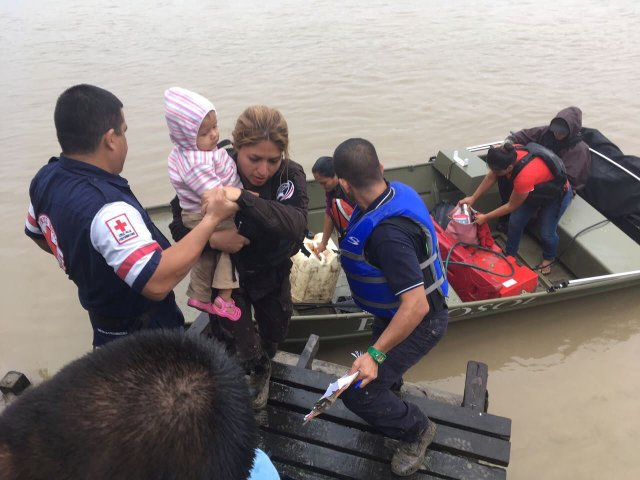 Red Cross members assist as people board boats and prepare to be evacuated as Storm Otto approaches in Barra de Colorado, Costa Rica, November 23, 2016, in this handout photo provided by the Ministry of Public Security. Ministry of Public Security/Handout via Reuters  FOR EDITORIAL USE ONLY. NO RESALES. NO ARCHIVES