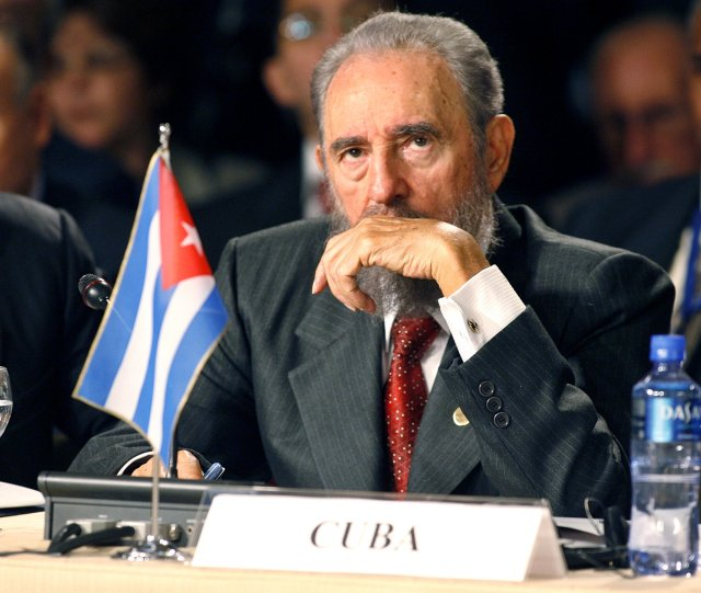 Cuba's President Fidel Castro attends a Mercosur trade bloc summit in Cordoba, Argentina in this July 21, 2006 file photo.   REUTERS/David Mercado/File Photo