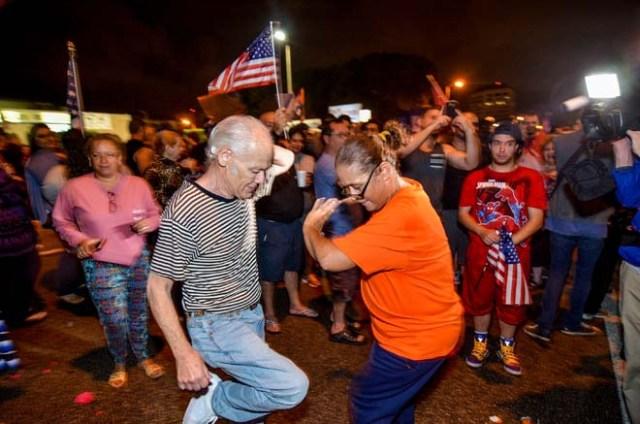 Cubans in Miami celebrate the death of Cuban leader Fidel Castro in Little Havana, Miami, Florida, U.S. November 26, 2016. REUTERS/Gaston De Cardenas
