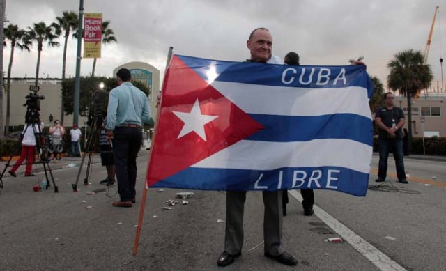 A man holds a Cuban flag after the announcement of the death of Cuban revolutionary leader Fidel Castro, in the Little Havana district of Miami, Florida, U.S. November 26, 2016. REUTERS/Javier Galeano