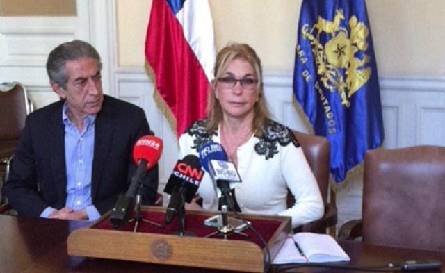 Ana Julia Jatar, acompañada del diputado chileno Jorge Tarud, en rueda de prensa desde ex Congreso Nacional de Chile / captura Periscope