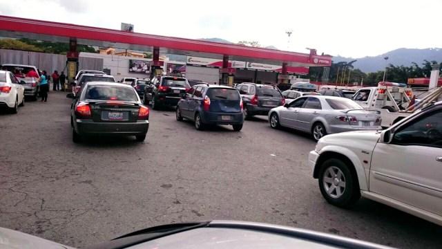 Cola gasolina Caracas