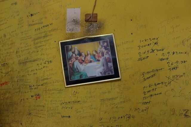 La tabla de anotaciones de ingresos y egresos de la familia Pulgar, en Punto Fijo. Foto:  REUTERS/Carlos Garcia Rawlins