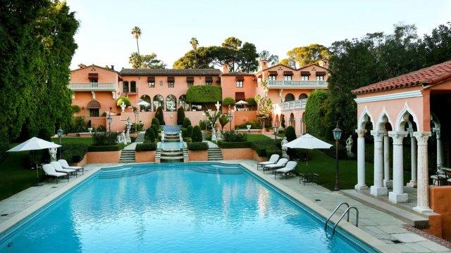 La mansión, construida en la década de 1920, está a la venta por USD 195 millones. Los Kennedys, Rihanna y el Príncipe de Mónaco se encuentran entre los huéspedes más famosos. Foto: Infobae