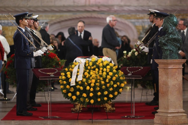 Mario Soares, former President and Prime Minister lying in state at Jeronimos Monastery in Lisbon, Portugal, January 9, 2017. REUTERS/Pedro Nunes EDITORIAL USE ONLY. NO RESALES. NO ARCHIVE.