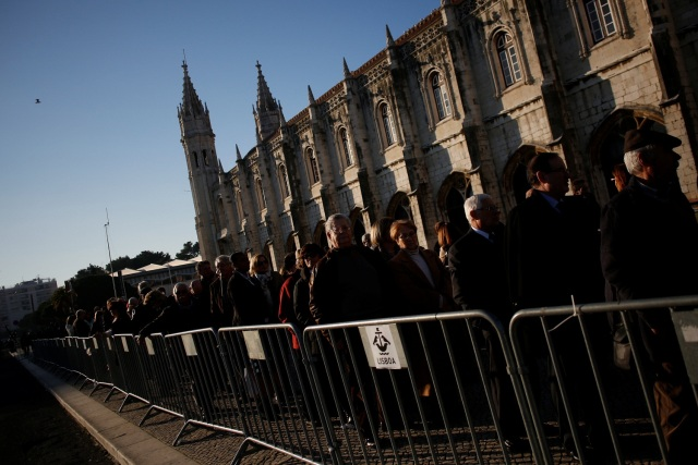 People wait in line to pay respects to Mario Soares, former President and Prime Minister of Portugal, at Jeronimos Monastery in Lisbon, Portugal, January 9, 2017. REUTERS/Pedro Nunes EDITORIAL USE ONLY. NO RESALES. NO ARCHIVE.