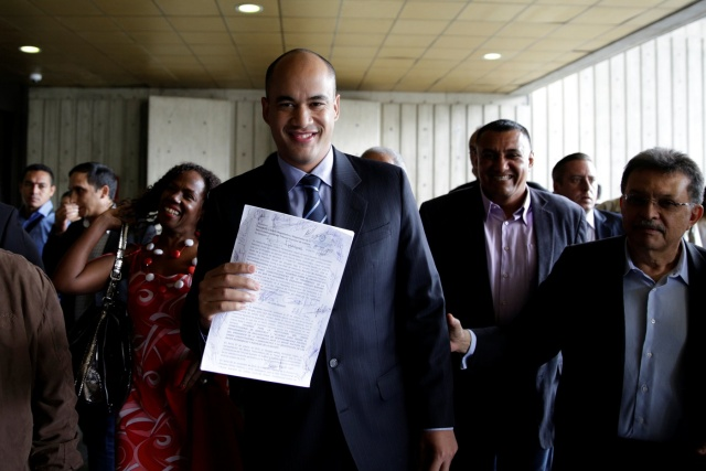 Hector Rodriguez, deputy of Venezuela's United Socialist Party (PSUV), shows a document as he leaves the Supreme Court after challenging the National Assembly, in Caracas, Venezuela January 10, 2017. REUTERS/Marco Bello