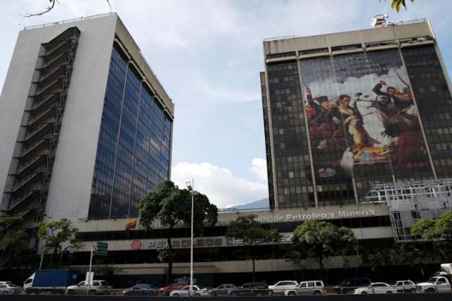 A generLa casa matriz de PDVSA en Caracas, jul 21, 2016. La petrolera estatal venezolana PDVSA estima que su producción de crudo en 2017 quedará cerca de mínimos tocados hace 23 años, según un documento interno, lo que sugiere más dificultades para la nación sudamericana, que está sumergida en una profunda crisis. REUTERS/Carlos Garcia Rawlins - RTSJQ78