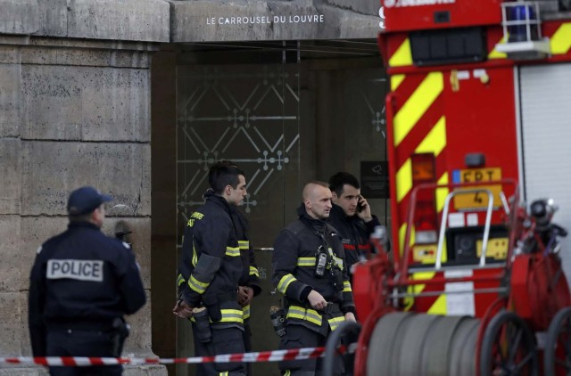 French police and firefighters are seen in front of the street entrance of the Carrousel du Louvre in Paris, France, February 3, 2017 after a French soldier shot and wounded a man armed with a machete and carrying two bags on his back as he tried to enter the Paris Louvre museum. REUTERS/Christian Hartmann