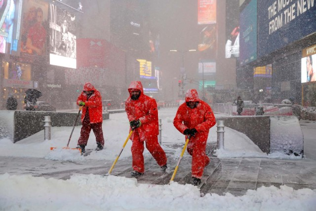 Workers shovel snow in Times Square as heavy snow falls in Manhattan, New York, U.S., February 9, 2017. REUTERS/Andrew Kelly