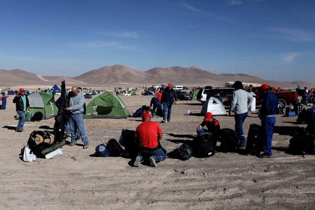 Workers from Escondida, the world's biggest copper mine, prepare to camp outside the company gates during a strike, in Antofagasta, Chile February 9, 2017. REUTERS/Juan Ricardo EDITORIAL USE ONLY. NO RESALES. NO ARCHIVE