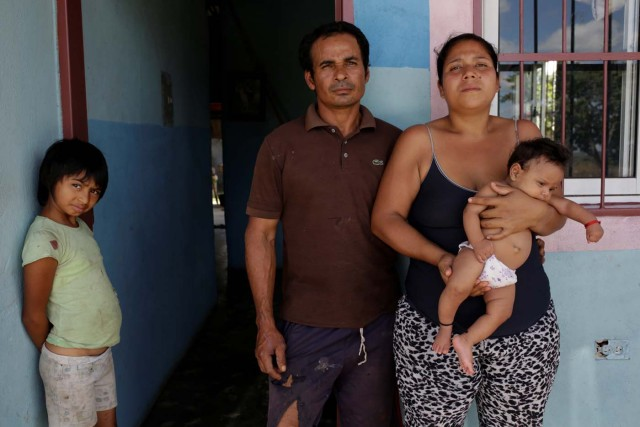 Tulio Medina (C) and Jennifer Vivas (centre R), parents of Eliannys Vivas, who died from diphtheria, pose for a photo with two of their children at the front porch of their home in Pariaguan, Venezuela January 26, 2017. Picture taken January 26, 2017. REUTERS/Marco Bello