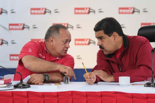 Venezuela's President Nicolas Maduro (R) speaks with Diosdado Cabello, deputy of Venezuela's United Socialist Party (PSUV), during a meeting with ministers in Caracas, Venezuela February 20, 2017. Miraflores Palace/Handout via REUTERS ATTENTION EDITORS - THIS PICTURE WAS PROVIDED BY A THIRD PARTY. EDITORIAL USE ONLY.
