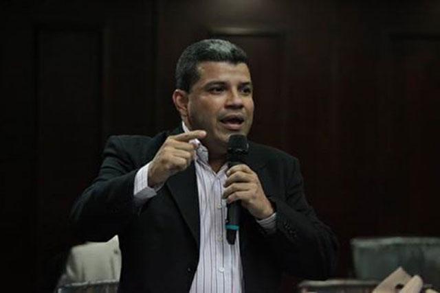 El diputado a la AN, Luis Parra