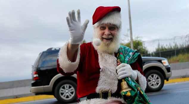 """La desgarradora historia de """"El Santa de la Cota Mil"""" que lo motivó a regalar alegría a los niños (audio)"""
