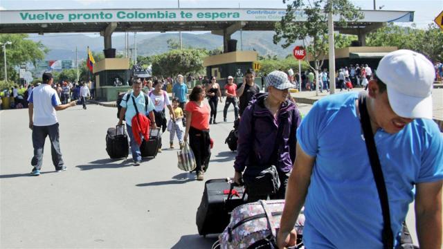Cruce: migrantes venezolanos cruzan el Puente Internacional Simón Bolívar, en Cúcuta, Colombia, el principal destino de los emigrantes que dejan el país dos por la crisis Cruce: migrantes venezolanos cruzan el Puente Internacional Simón Bolívar, en Cúcuta, Colombia, el principal destino de los emigrantes que dejan el país dos por la crisis. Foto: Reuters / Carlos Ramírez