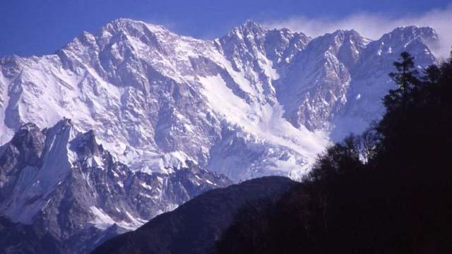 """Kanchenjunga (8.586 metros) La montaña más alta de la India. Su nombre significa """"los cinco tesoros de las nieves"""", en referencia a sus cinco picos."""