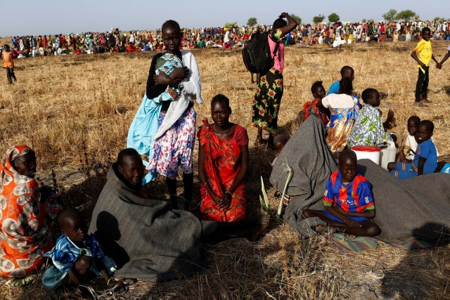 Women and children wait to be registered prior to a food distribution carried out by the United Nations World Food Programme (WFP) in Thonyor, Leer state, South Sudan, February 25, 2017. REUTERS/Siegfried Modola